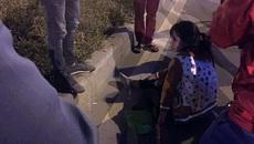 Ô tô đâm hất văng cô gái lên dải phân cách rồi bỏ chạy