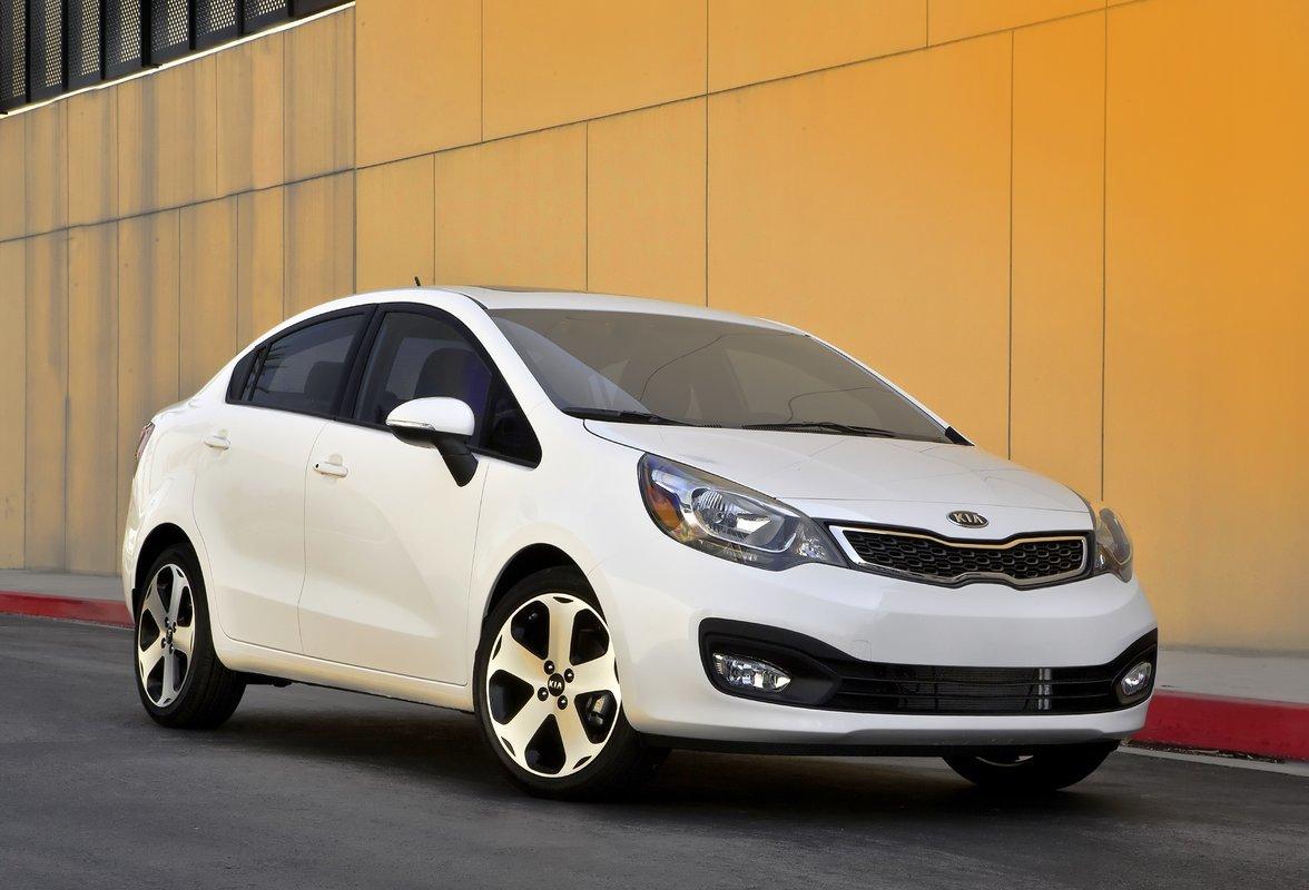 Top 4 ô tô cũ hạng trung, tiết kiệm xăng nhất