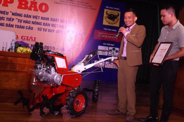 Nông dân chế máy tự động 15 chức năng: Không cần tiến sỹ