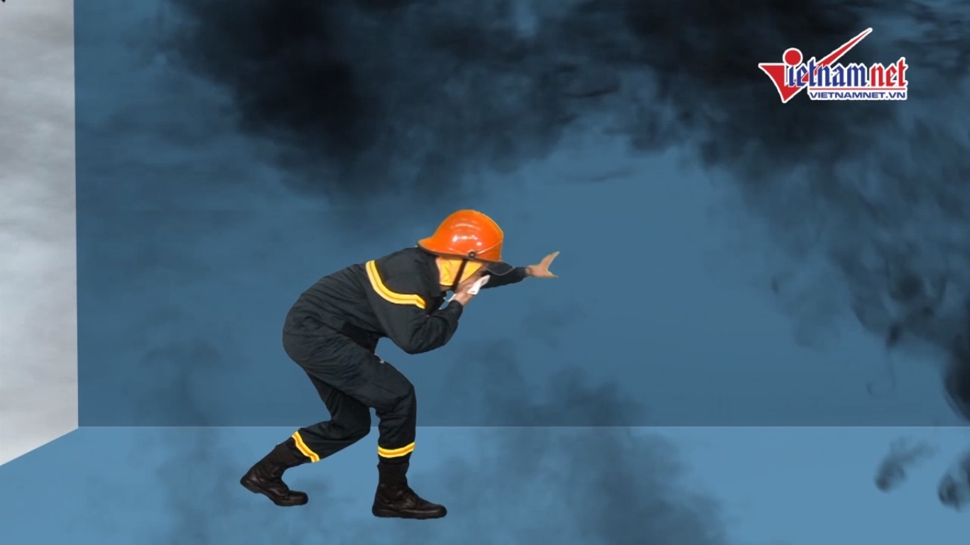 Cúi khom, chạy men tường khi cháy chung cư