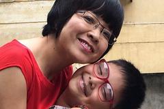 MC Thảo Vân: 'Cảm giác được ôm nó thật hết ý'