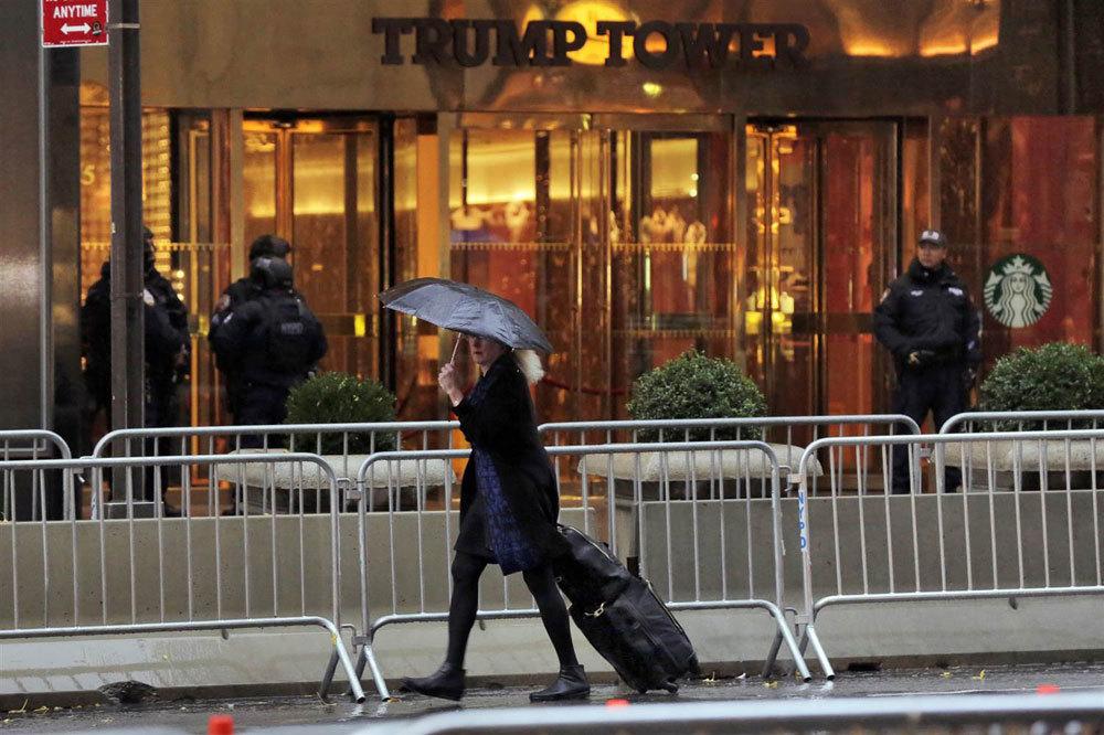 Thách thức không tưởng khi bảo vệ Trump