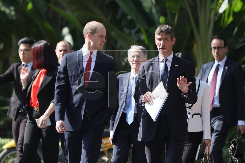 Hình ảnh đầu tiên Hoàng tử William đến Hà Nội