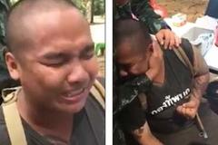 Chàng tân binh lực lưỡng khóc nức nở vì bị tiêm