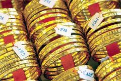 Chuyển hàng tấn vàng sang Thụy Sỹ: Nấu chảy, đúc khối bán?
