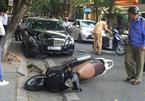 Hà Nội: Va chạm với ô tô, vợ chồng trẻ bị đánh chảy máu mặt - ảnh 7