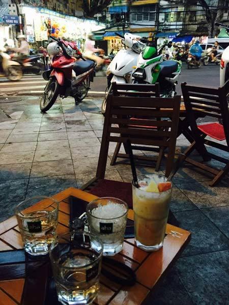 Quán cà phê vỉa hè Hoàng tử William ghé thăm