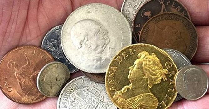 đồng xu cổ, vô tình nhặt, đồ chơi, đồng tiền cổ, cổ vật, báu vật, kho báu, bắt được