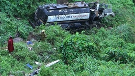Xe bồn lao vực sâu khi đổ đèo Hải Vân, tài xế chết thảm