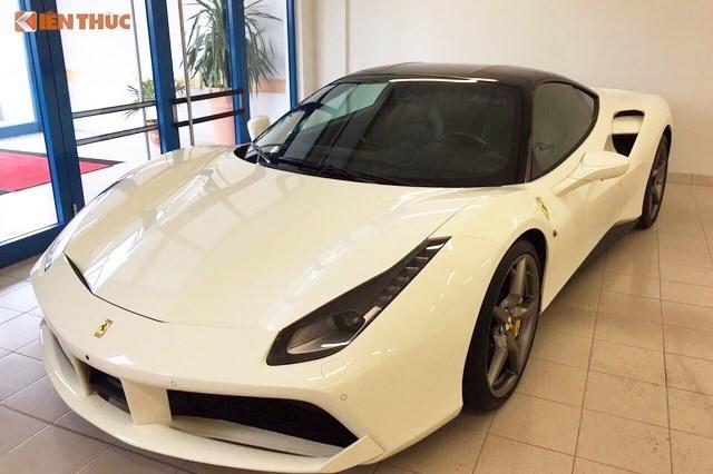 Siêu xe Ferrari rao bán 16 tỷ đồng trên vỉa hè Hà Nội