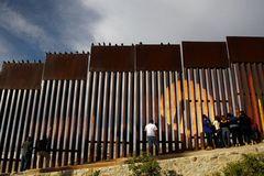 Nỗi sợ bên bức tường biên giới sắp xây của Trump