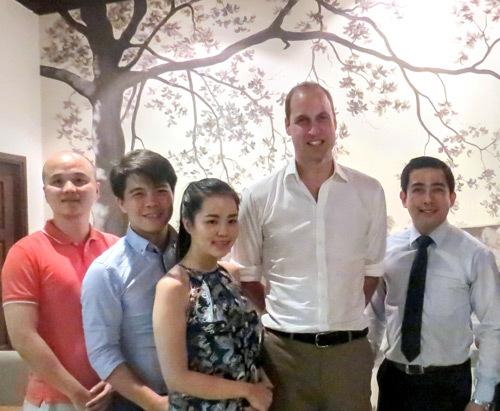 Hoàng tử Anh đến Hồ Gươm tận hưởng đêm Hà Nội