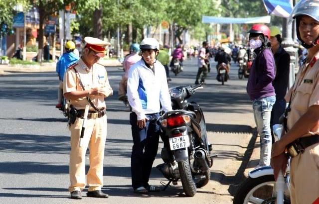 Đi xe máy không chính chủ: Chỉ phạm luật, tai nạn mới lo