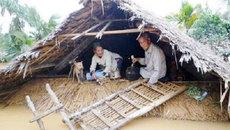 Nhà phao, bão lụt và nước mắt cộng đồng