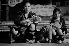 Nghĩ từ hình ảnh bé gái H'Mông ở Sapa