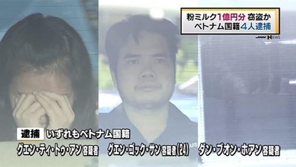 Nguyen Ngoc Sang (giữa) và 3 đồng phạm đã bị bắt vì nghi ngờ ăn cắp sữa bột với số lượng lớn. (Ảnh: TBS News)