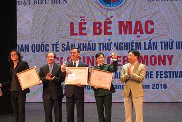 'Cơn mưa' giải thưởng ở Liên hoan quốc tế sân khấu thử nghiệm