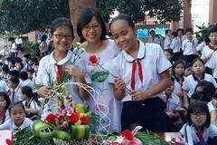 Cô giáo được tặng bông hoa mùi nước mắm