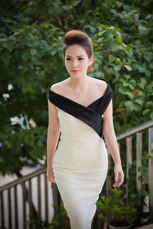 Hơn 22 tuổi, MC Thanh Mai vẫn trẻ đẹp không thua Á hậu Huyền My