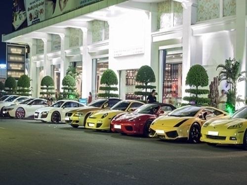 Chiêm ngưỡng dàn siêu xe trăm tỷ của đại gia Việt tại bến cảng Nhà Rồng