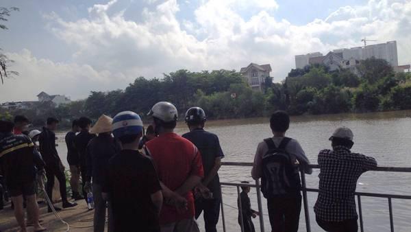 Tìm thấy người mẹ ôm 2 con nhảy sông tự tử ở Sài Gòn