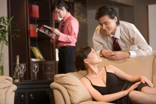 Hôn nhân địa ngục và những phút thăng hoa bên tình cũ