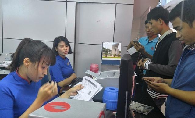 Vé tàu xe, Ga Sài Gòn, Bến xe Miền Đông, vé máy bay, đắt đỏ