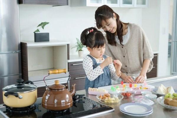 Con gái không biết canh cua nấu rau đay, các mẹ nói gì?
