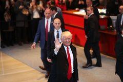 Donald Trump điện cho CEO Apple muốn chuyển sản xuất iPhone về Mỹ