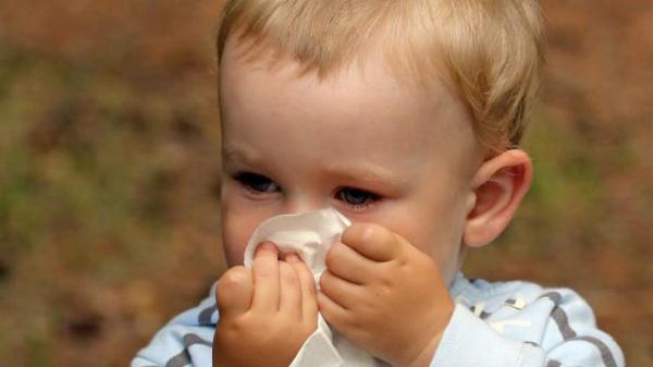 Trị chứng sổ mũi mùa lạnh cho trẻ