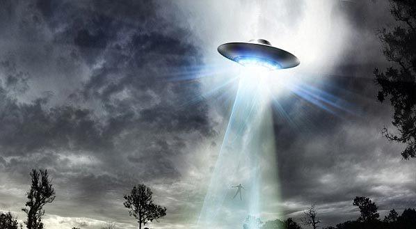 Chạm trán UFO gây hưng phấn tình dục?