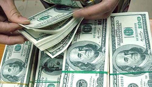 USD tăng dồn dập: Giá 'chợ đen' áp sát 23.000 đồng/USD