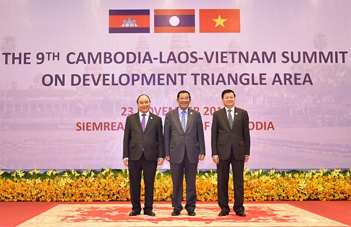 Thủ tướng kết thúc chuyến tham dự hội nghị cấp cao CLV 9