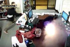 Thuốc lá điện tử nổ tung trong túi quần người dùng