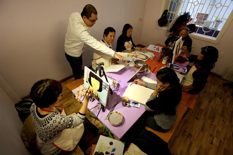 Tí toáy, lớp học, học vẽ, người già, trung niên, người cao tuổi, giới trẻ