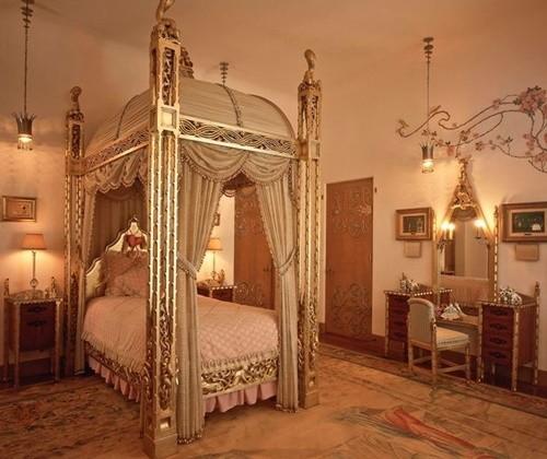 Chiêm ngắm cận cảnh lâu đài 58 phòng ngủ nơi ông Donald Trump đón lễ Tạ Ơn cùng gia đình
