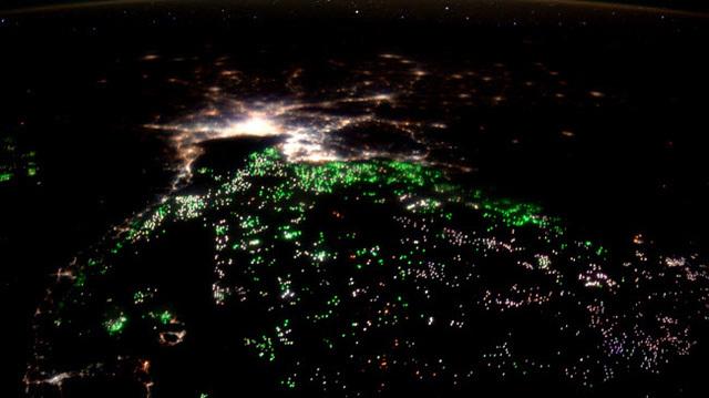 Ngắm vẻ đẹp ngoạn mục của Trái đất từ không gian