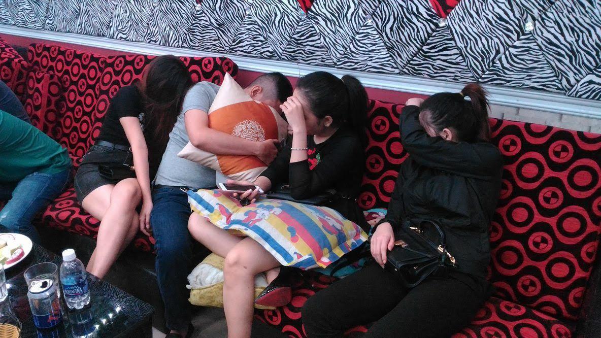 Nhiều thanh niên phê ma túy trong nhà hàng ở Sài Gòn