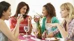 Mẹo giúp bạn tha hồ dự tiệc mà không sợ bị tăng cân