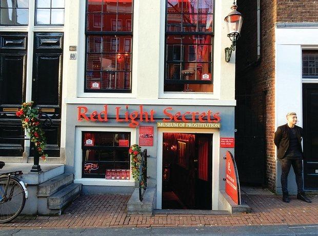 Xem phố đèn đỏ duy nhất được ngân hàng rót tiền để phát triển