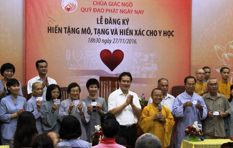 400 tăng ni, phật tử Sài Gòn đăng ký hiến tạng