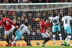 """MU """"bất lực"""" trước West Ham, Mourinho nổi điên"""