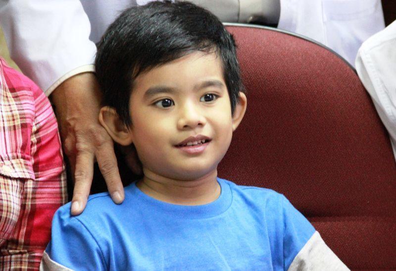 Nghẹt thở cứu bé 5 tuổi bị sắt đâm thủng tim