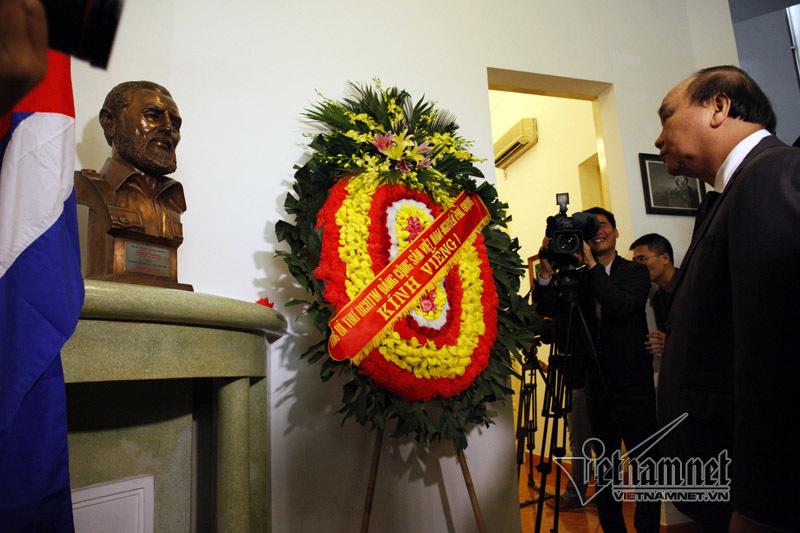 Lãnh đạo Đảng, Nhà nước viếng lãnh tụ Fidel Castro tại ĐSQ Cuba