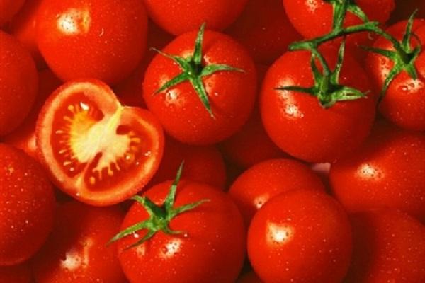 Cách làm mặt nạ cà chua giúp da trắng mịn trong mùa đông