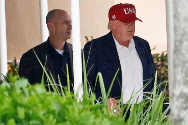 Vì sao Trump đổi kiểu mũ mới?