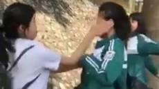 Nữ sinh bị tát, đá liên tiếp vào mặt trên đường đi học về