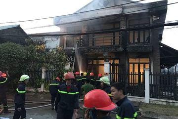 Bất lực trước tiếng kêu cứu tuyệt vọng trong đám cháy