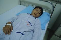 Con chết dần vì ung thư máu, bố mẹ nghèo đau đớn bất lực