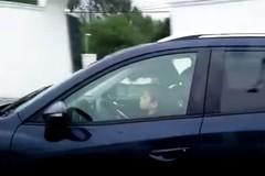 Cậu bé lái xe hơn 100km/h trên đường cao tốc
